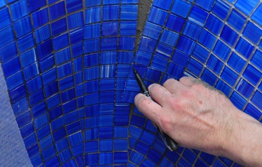 Как клеить плитку мозаику | мозаичную плитку | технология укладки мозаичной плитки | ну и правильная укладка мозаики| затирка плитки мозаики