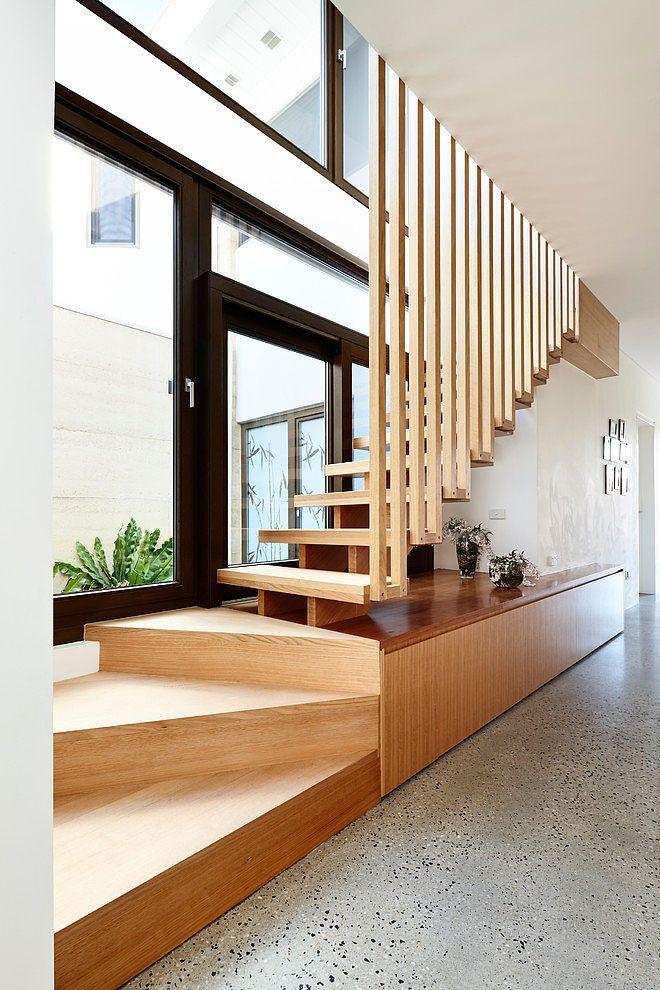 Деревянные лестницы: правильный выбор и обзор вариантов конструкций