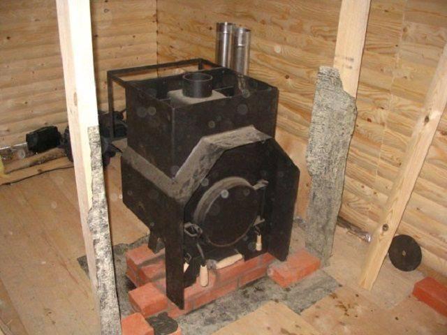 Как обложить чугунную или металлическую печь в бане кирпичом?