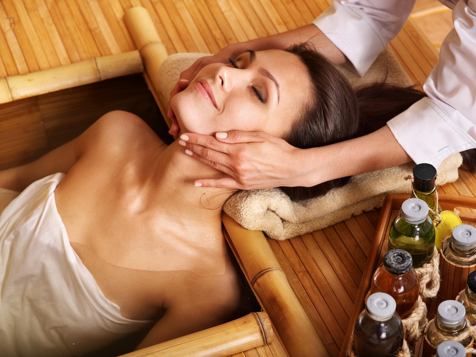 Медовый массаж в бане