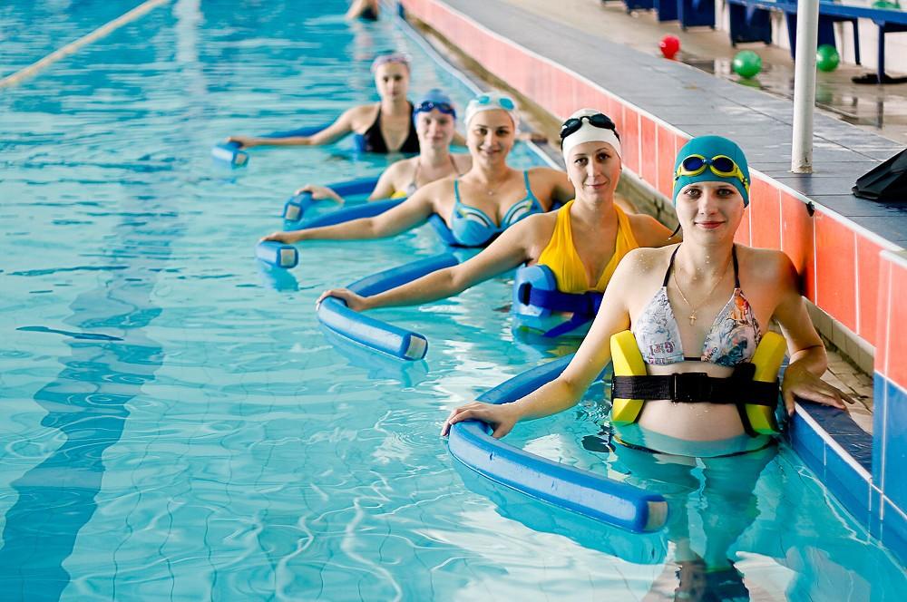 Упражнения в бассейне для похудения для мужчин и женщин - водная гимнастика, аквааэробика и плавание