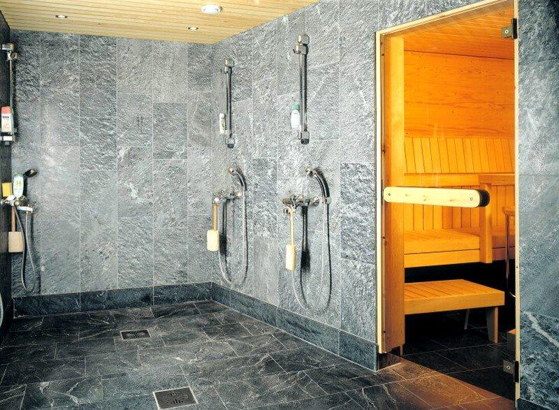 Укладка керамической плитки на пол в бане