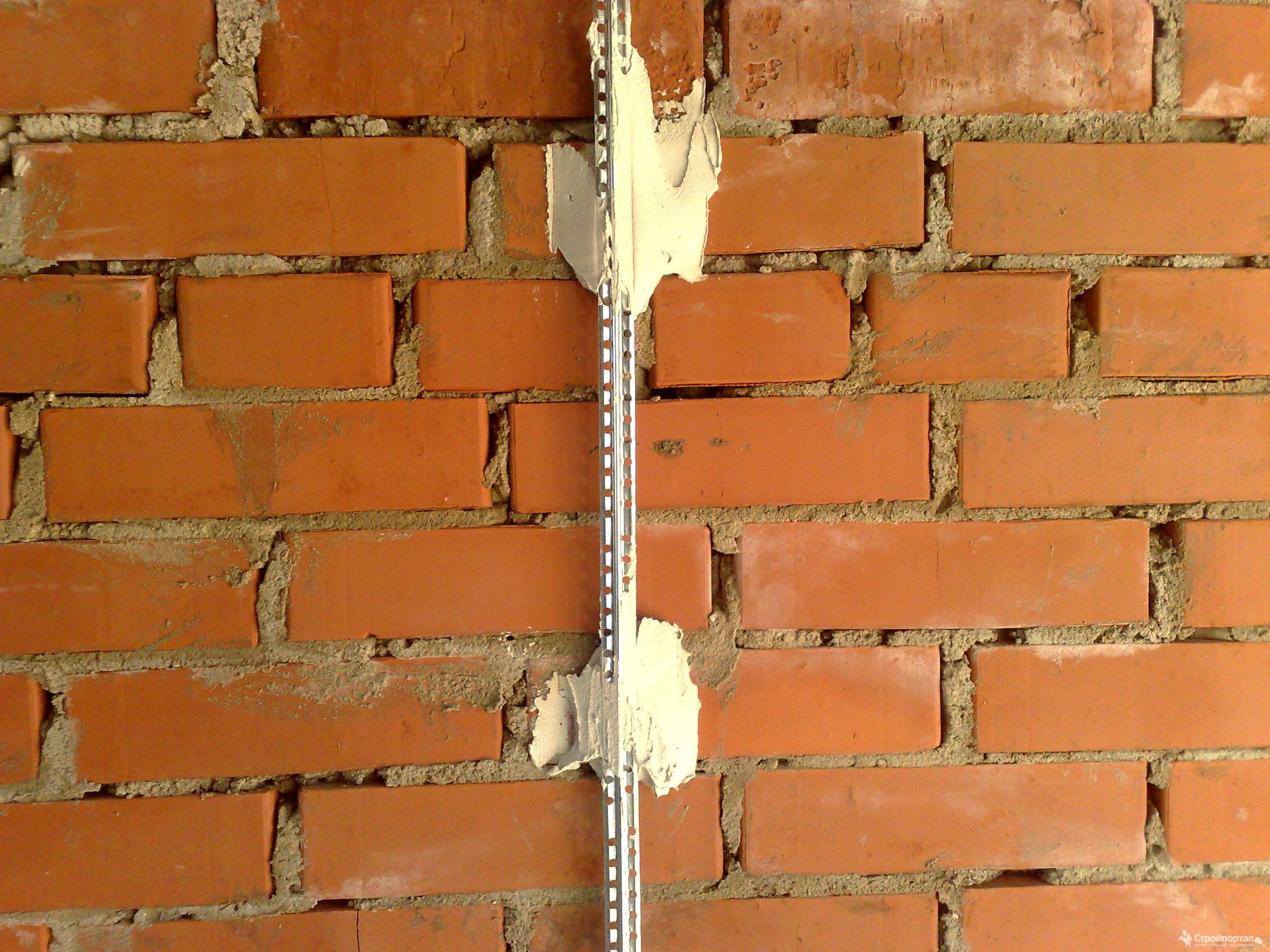 Как выставить маяки на стене под штукатурку