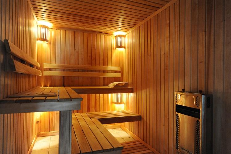 Освещение в бане своими руками: как правильно сделать в парилке, душевой, комнате отдыха, что учесть, по какой схеме работать?