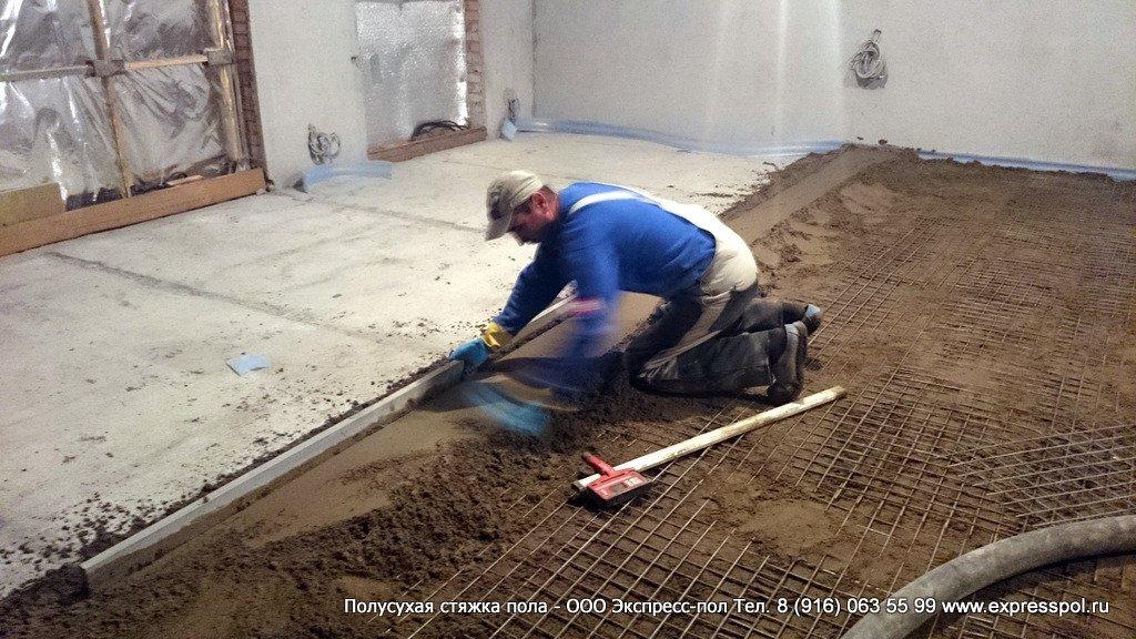 Заливка пола своими руками в бане — бетонная и сухая