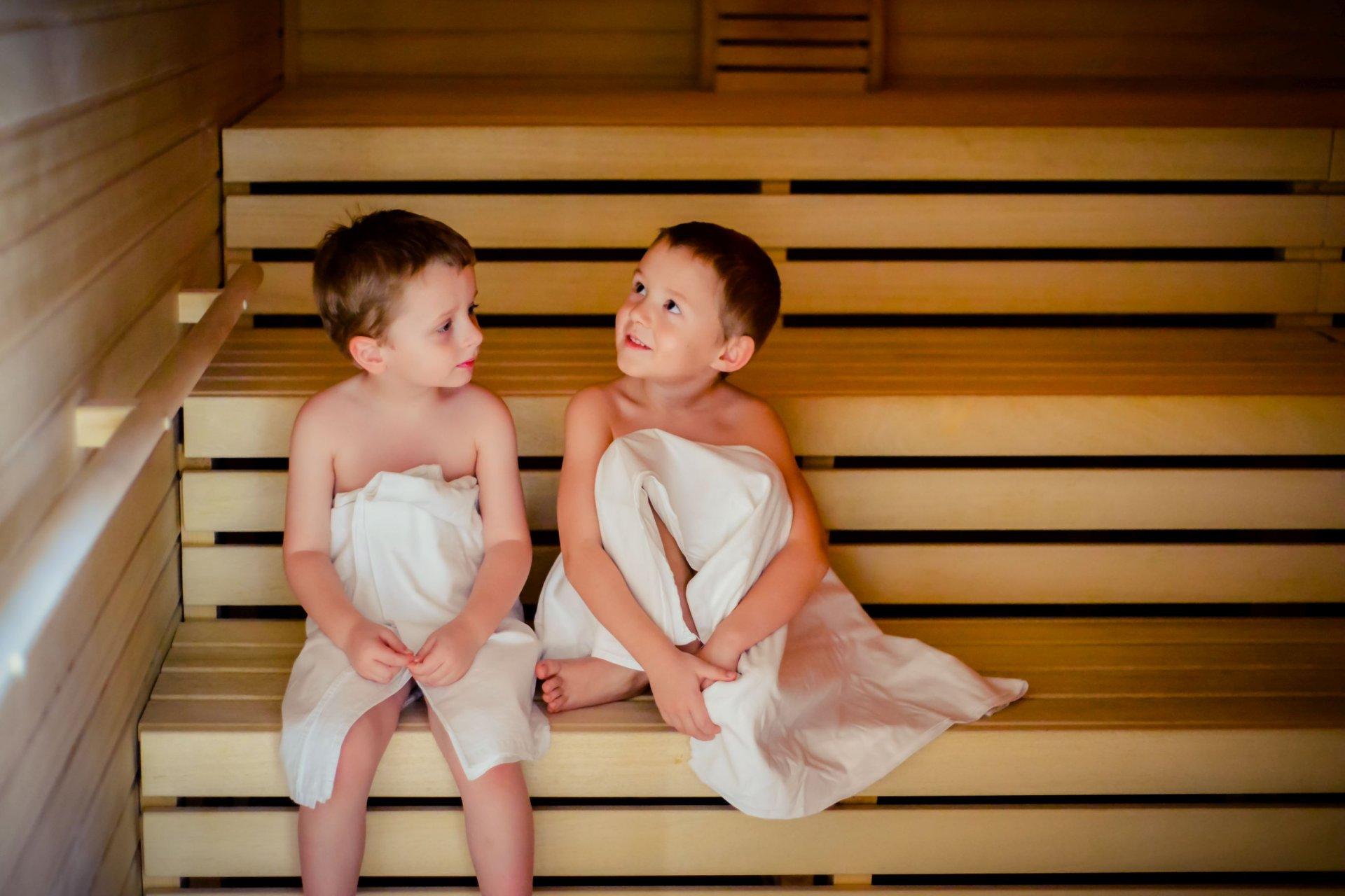 Можно ли ребенку и взрослому при кашле в баню? польза и вред парной.