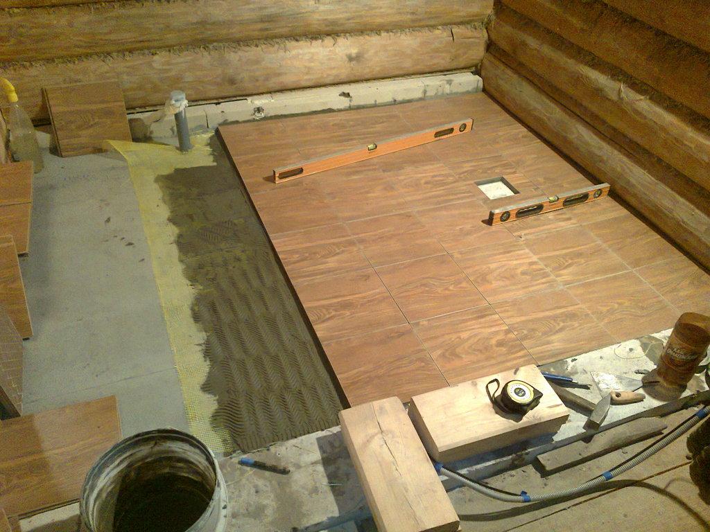 Устройство деревянного пола в квартире из доски: укладка на лаги, как уложить, бетонный пол, палубная доска, правильно