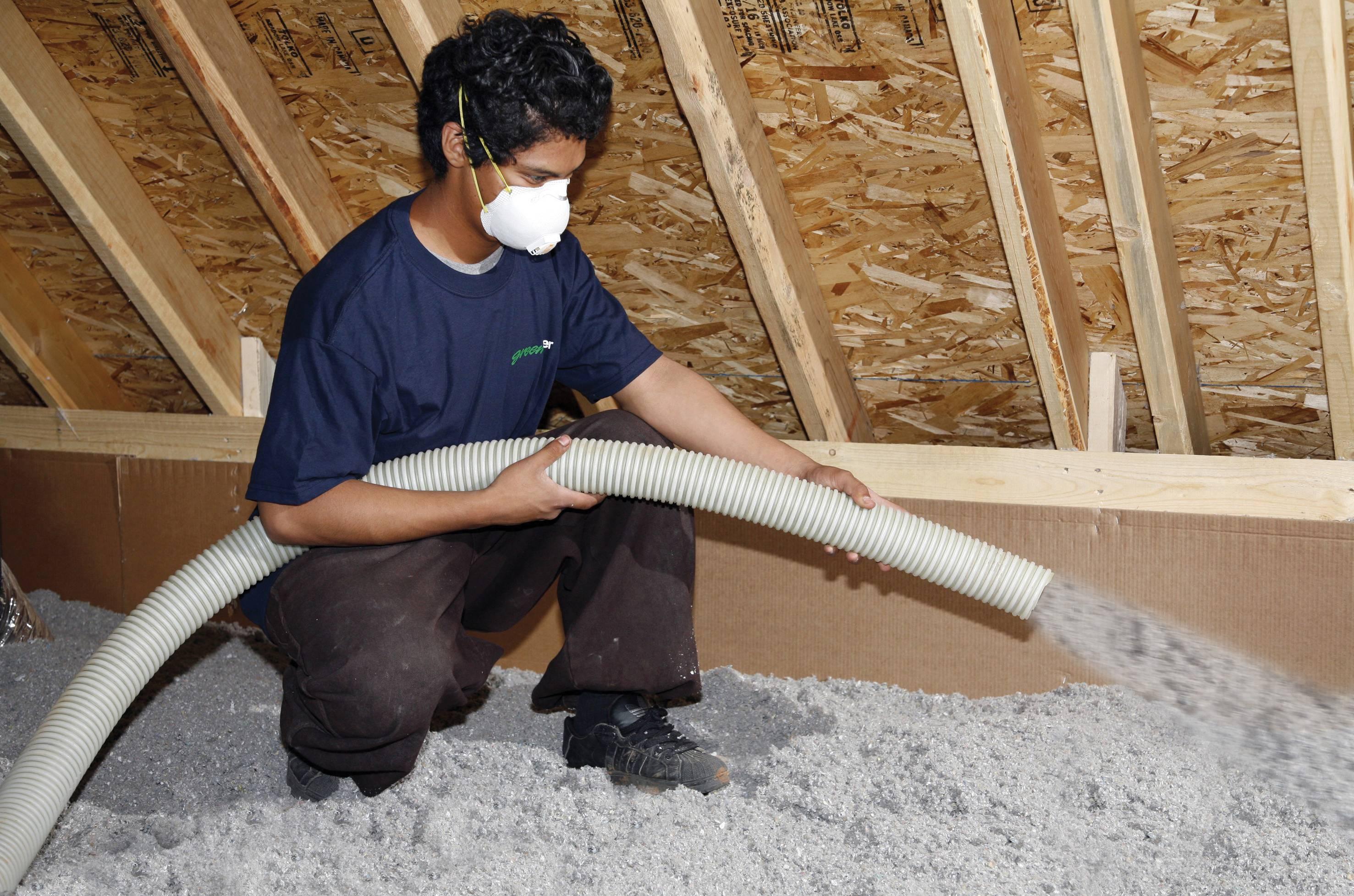 Как утеплить потолок: выбор утеплителя, чем лучше сделать утепление внутри частного дома, эковатой, стекловатой, базальтовой ватой, как класть утеплитель, как правильно утеплять, технология утепления