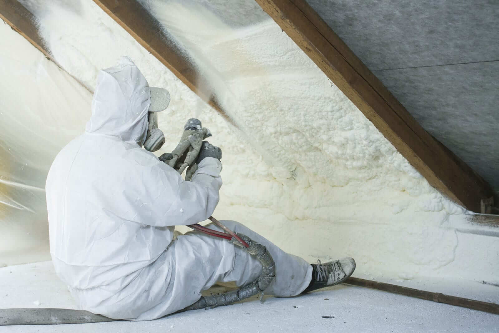 Утепление пеной: утепление полиуретановой монтажной пеной стены дома и крыши, заполнение воздушной прослойке между кладкой