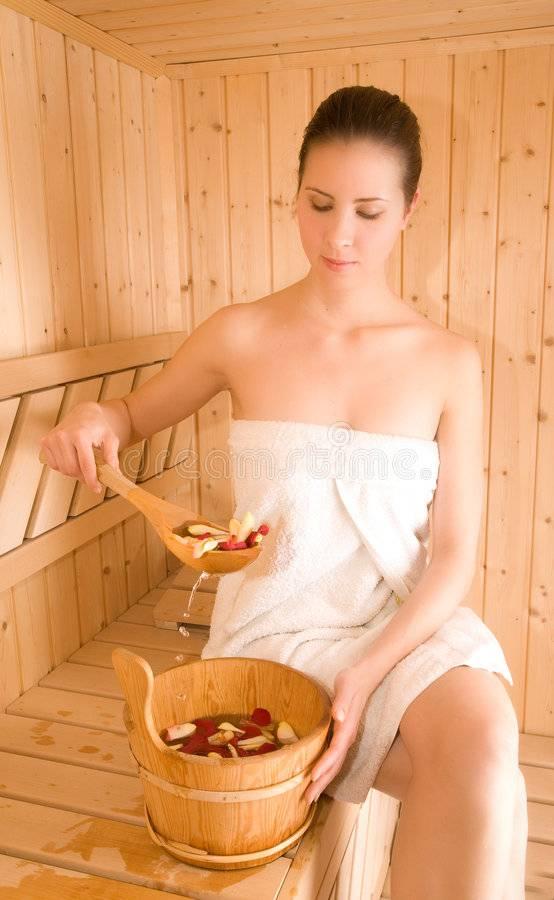 Париться в бане во время менструации — за и против