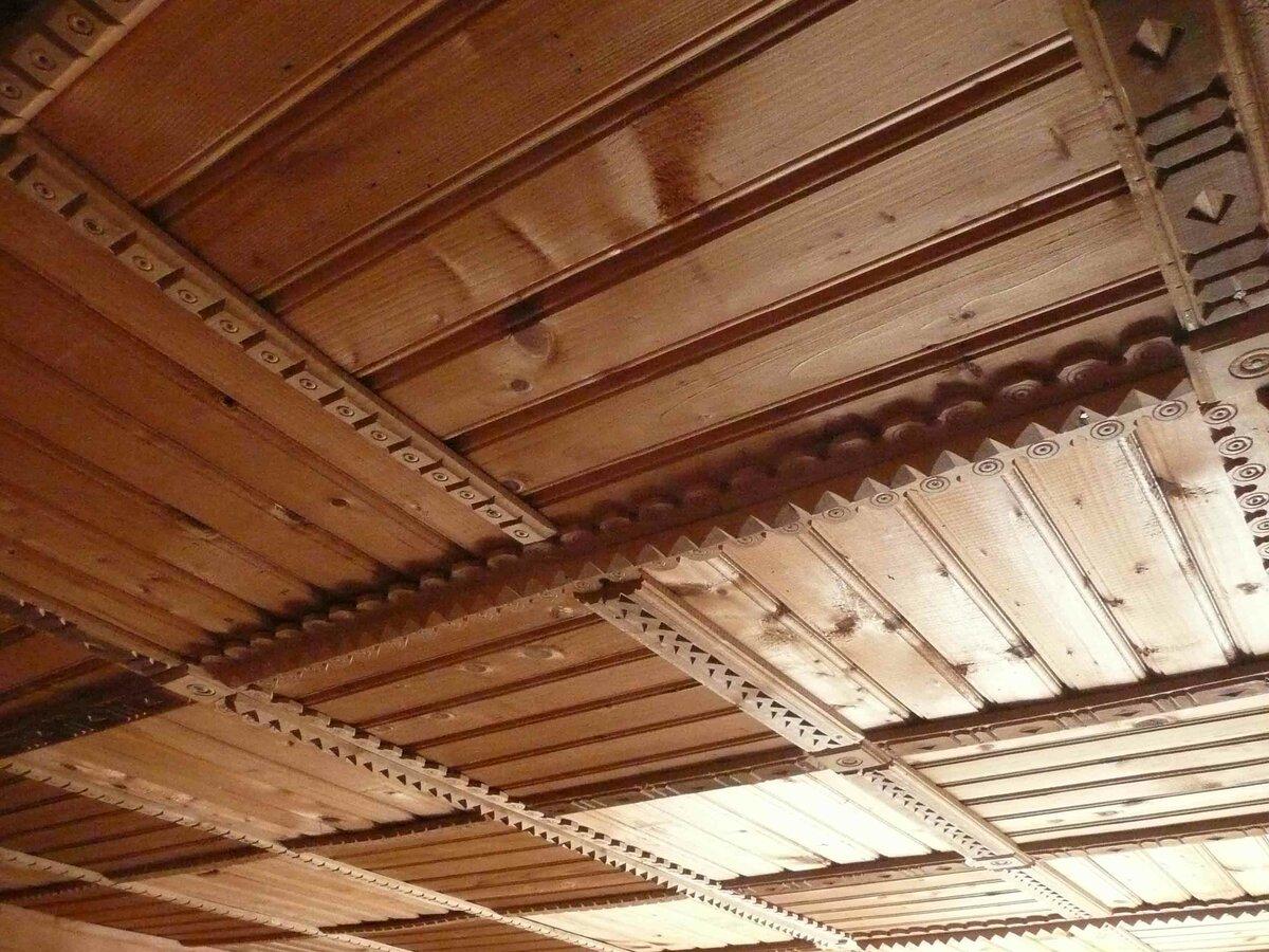 Деревянный потолок: 90 фото, стильные идеи для интерьера квартиры и дома