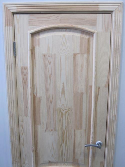 Покраска старой двери под дерево
