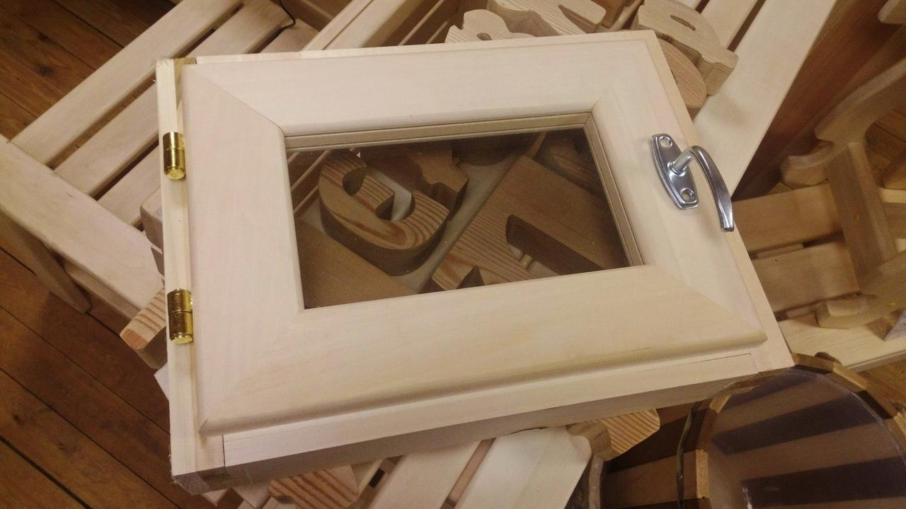 Установка пластиковых и деревянных окон в бане своими руками