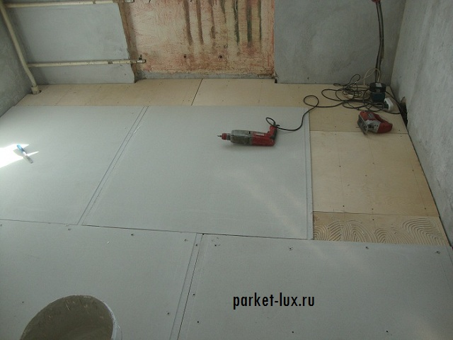 Можно ли класть плитку на деревянный пол: пошаговая инструкция, как класть на деревянный пол керамическую плитку