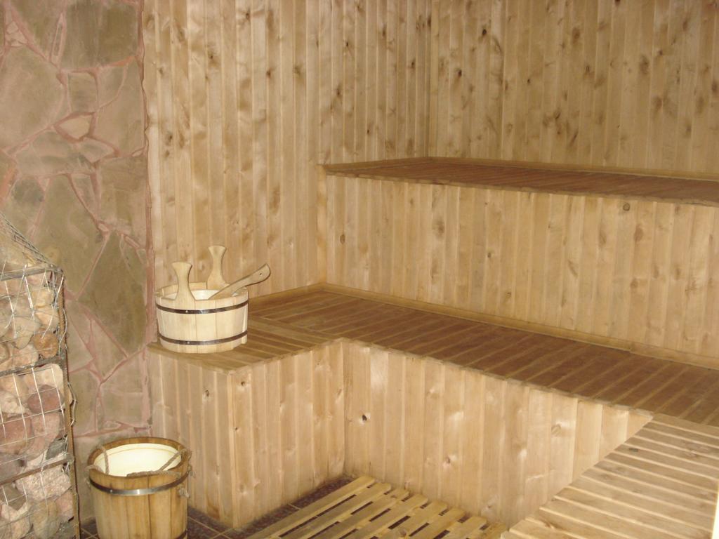 Дом и баня совместно: преимущества, недостатки, особенности