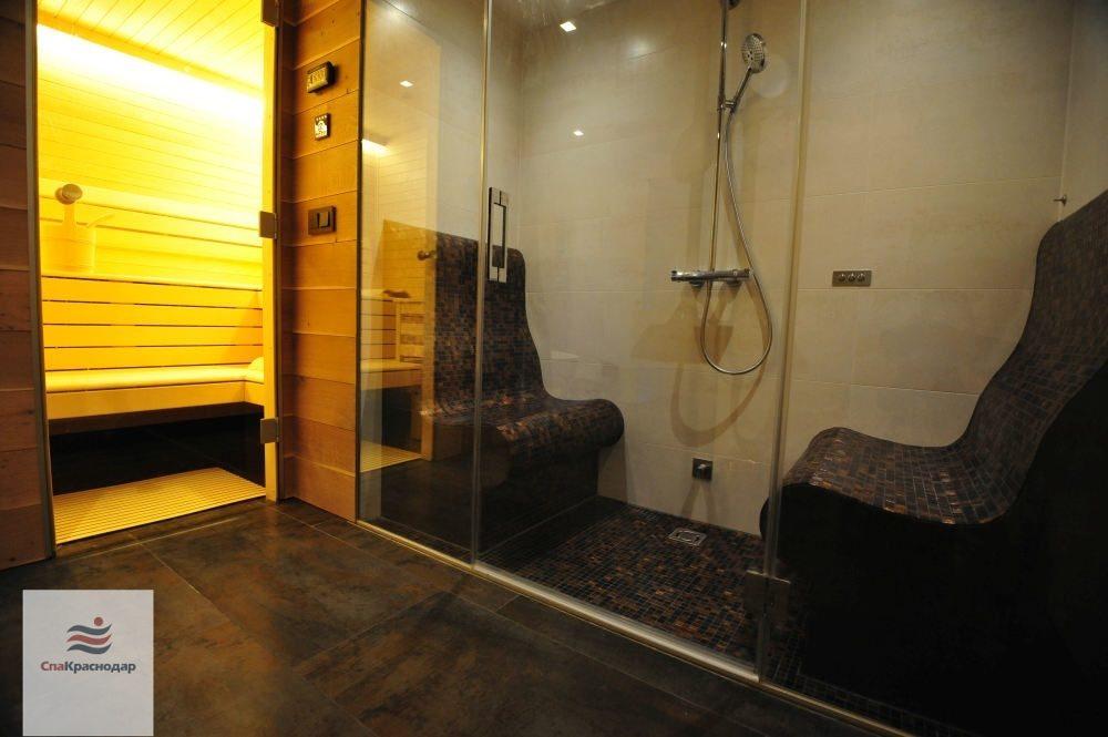 Душевая кабина в баню: специфические устройства и методы их монтажа