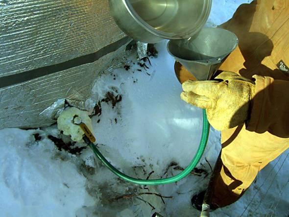Отогреваем замёрзший водопровод. Подручные способы удачного результата