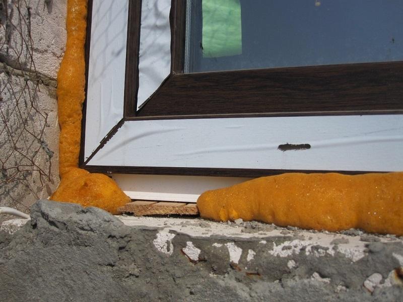Потеют окна в квартире изнутри что делать: почему потеют пластиковые окна, народные средства