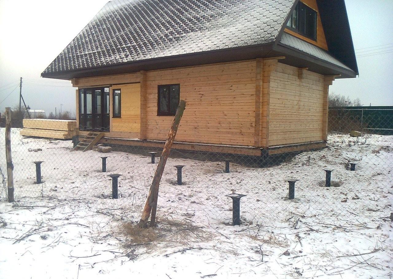 Самостоятельно строим баню на сваях