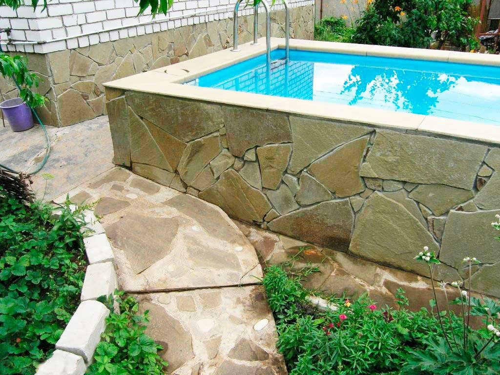 Основные типы бассейнов на приусадебном участке, выбор местоположения, материала для будущей постройки. рекомендации по монтажу и уходу за водой в бассейне + видео.