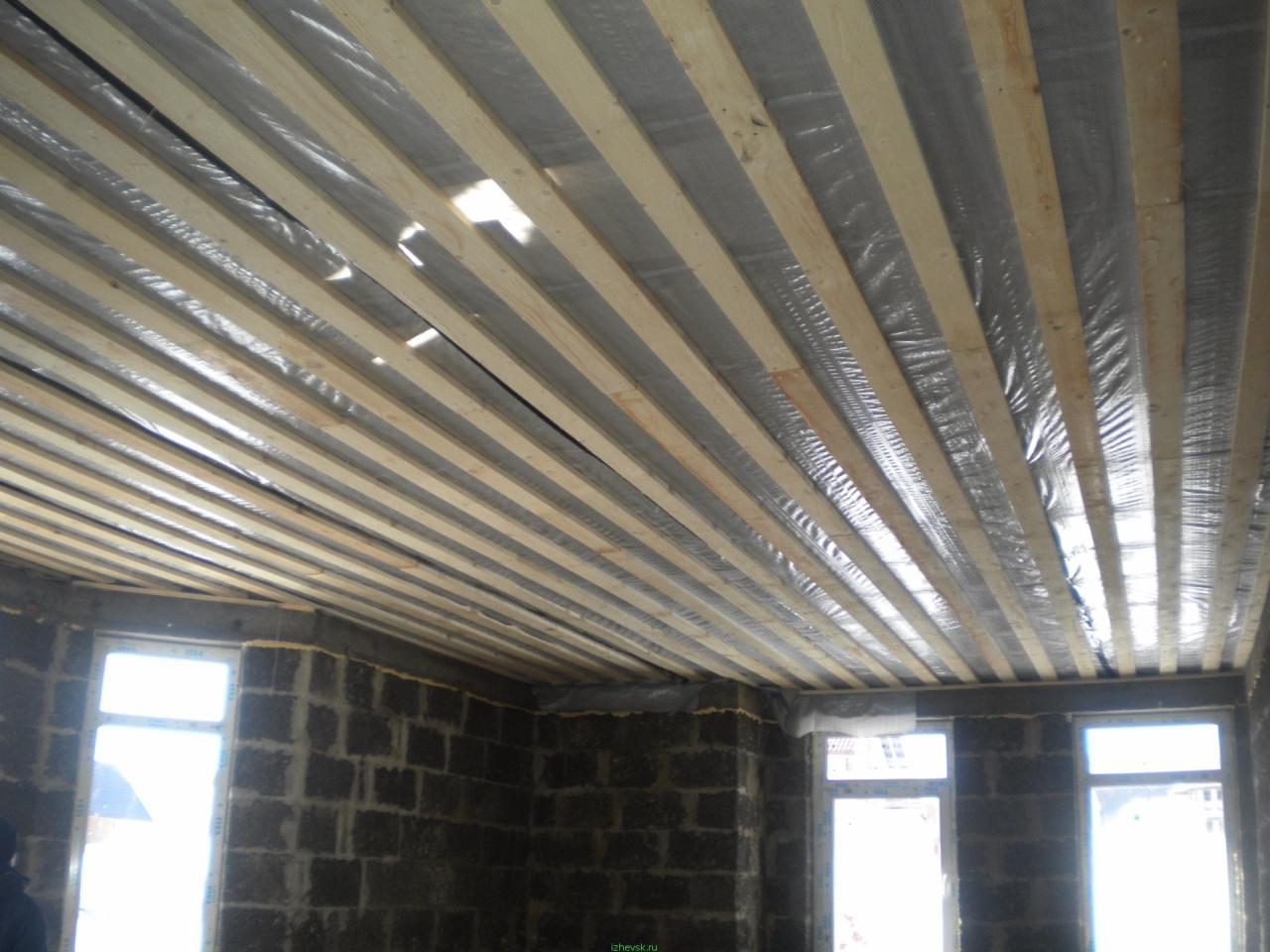 Чем подшить потолок по деревянным балкам: различные варианты