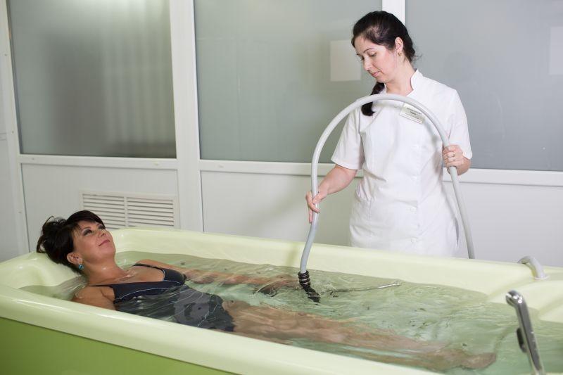 Подводный душ-массаж: показания и противопоказания