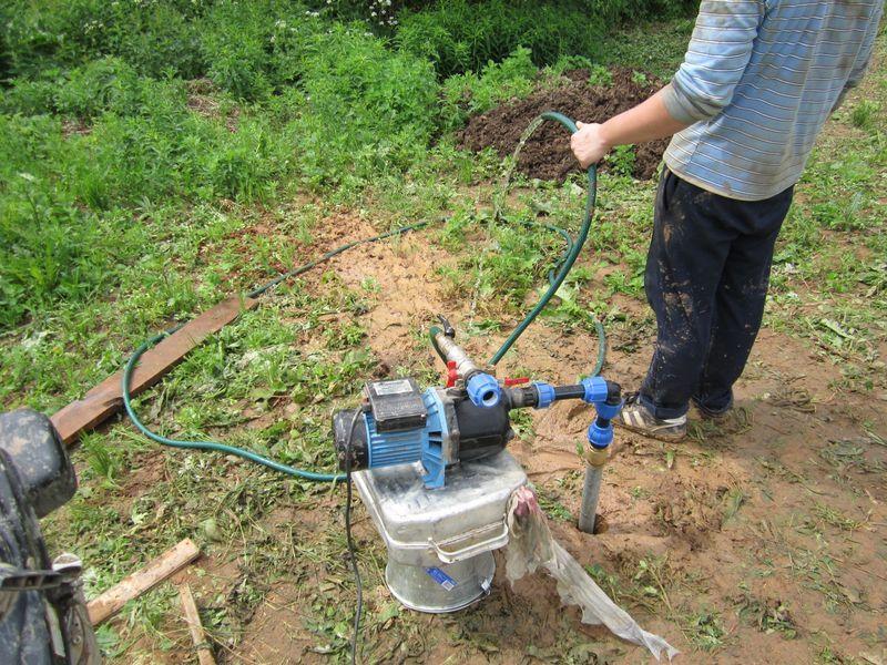 Скважина на воду в загородном доме — плюсы и минусы использования