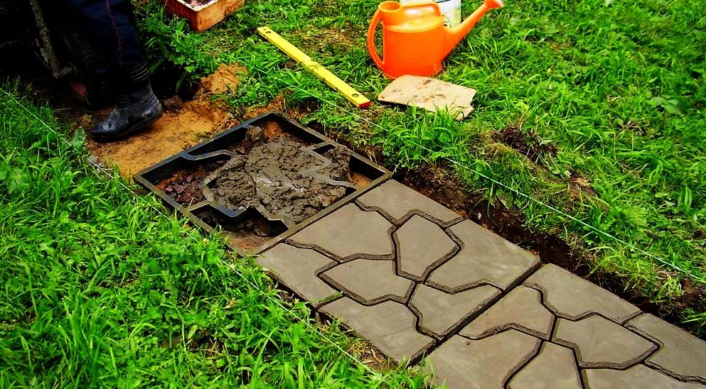 Садовая дорожка из подручных материалов своими руками [30 фото]
