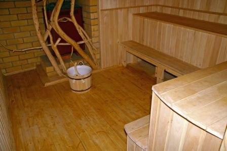 Чем покрыть пол в бане — советы по устройству напольного покрытия