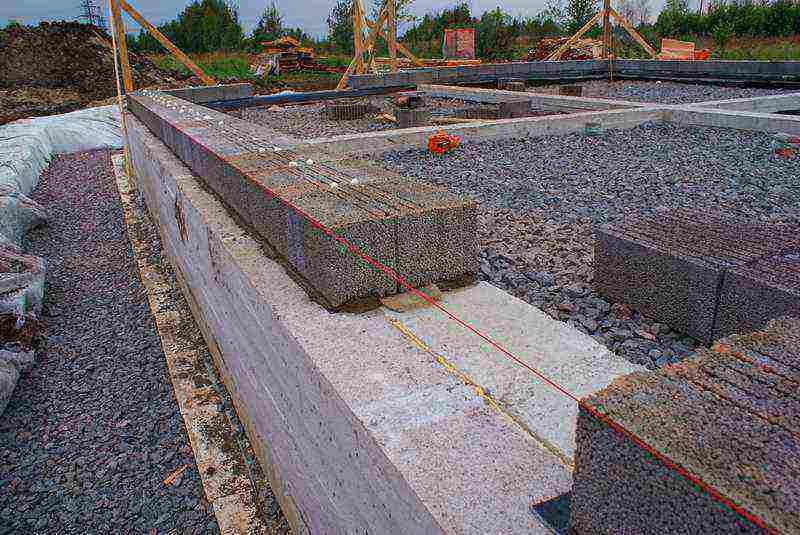 Фундамент из керамзитобетонных блоков: характеристики, заливка