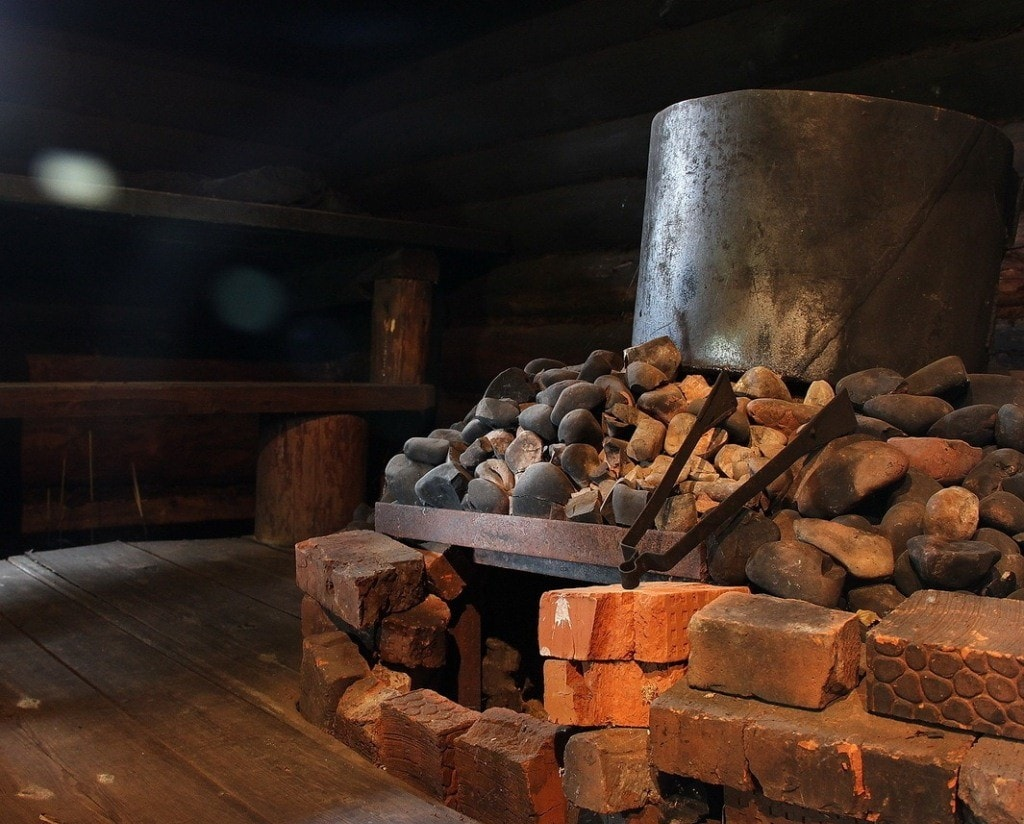 Каменные печи для бани и дома: преимущества и особенности кладки