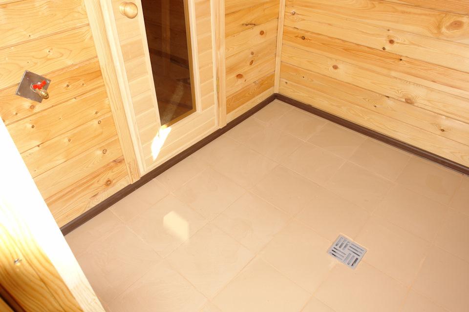 Плитка для бани на пол нескользящая (37 фото): укладка на клей, как положить на деревянный пол с уклоном своими руками