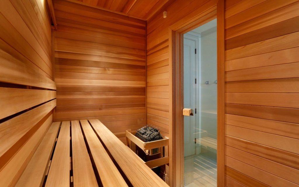 Хочу построить баню. можно ли совмещать баню с жилым домом? как правильно сделать изоляцию стен потолка и пола? как сделать слив воды? как устроить вентиляцию? какую печь лучше установить: кирпичную и