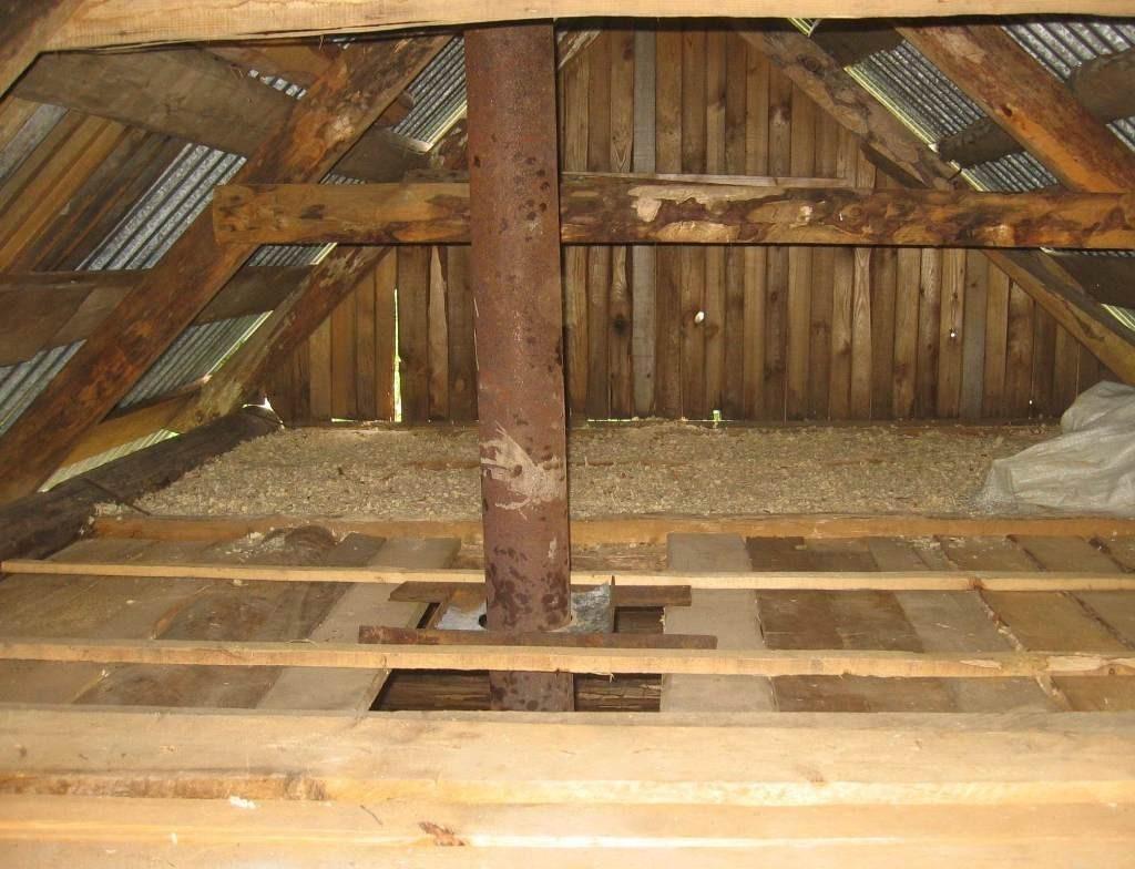 Утепление потолка опилками в деревянном доме частном, и какой слой нужен