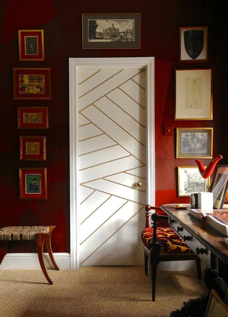 Как покрасить деревянные двери? чем снять старую краску с полотна?