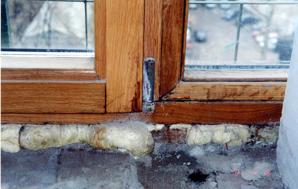 Почему потеют деревянные окна