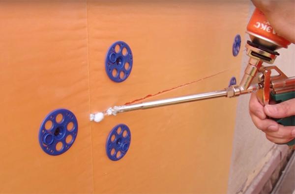 Чем приклеить пеноплекс к бетонной стене: чем и как правильно крепить утеплитель к бетону, обзор крепежей