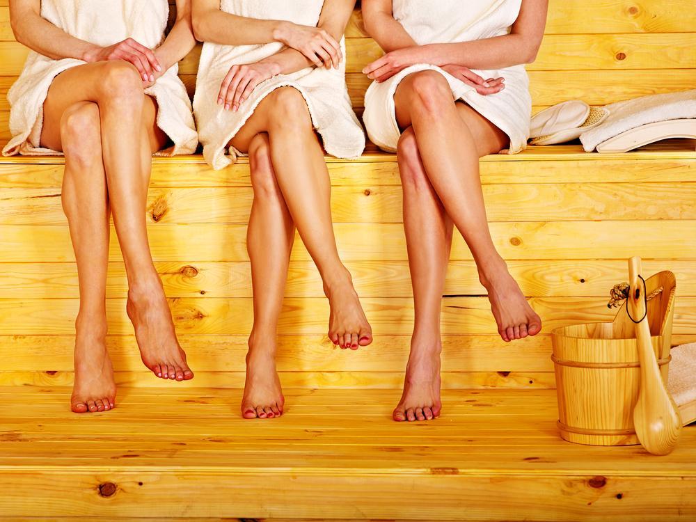 Как правильно париться в русской бане веником для здоровья женщине?