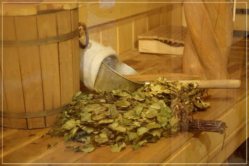 Как запаривать веник для бани? в какой воде замачивать веник? как правильно распарить веник в пакете? подготовка хвойного и других веников