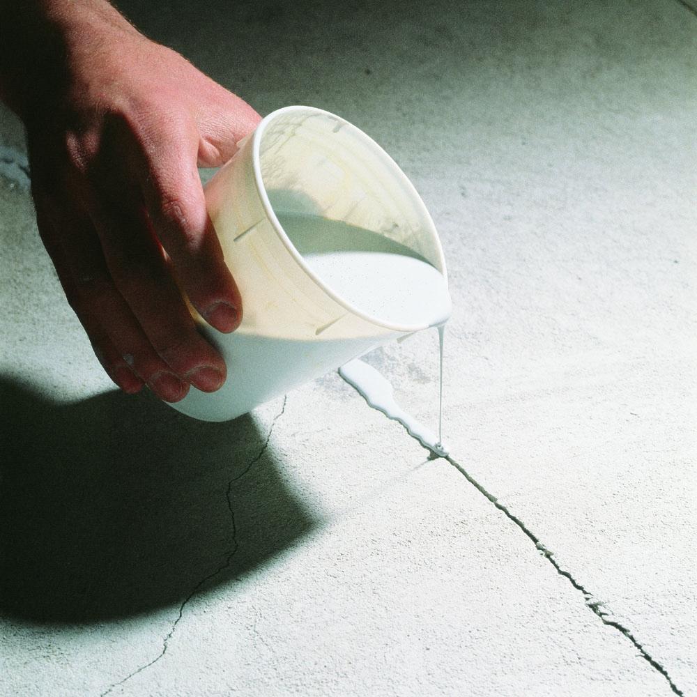 Как заделать отверстие в полу цементом. чем заделать щели в полу между досками: деревянные замазать, заделка дырки от мышей, зашпаклевать швы фанерой