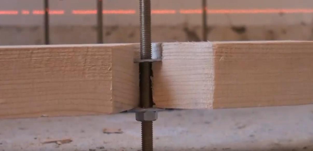 Необходимо ли крепить лаги к бетонному полу