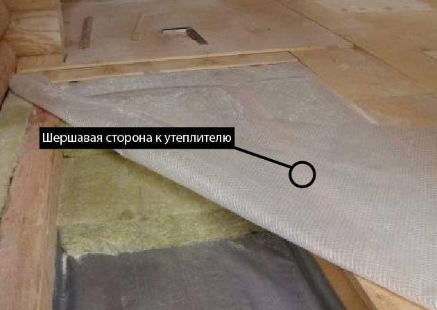 Как стелить пароизоляцию на потолок: какой стороной правильно, технология, возможные ошибки