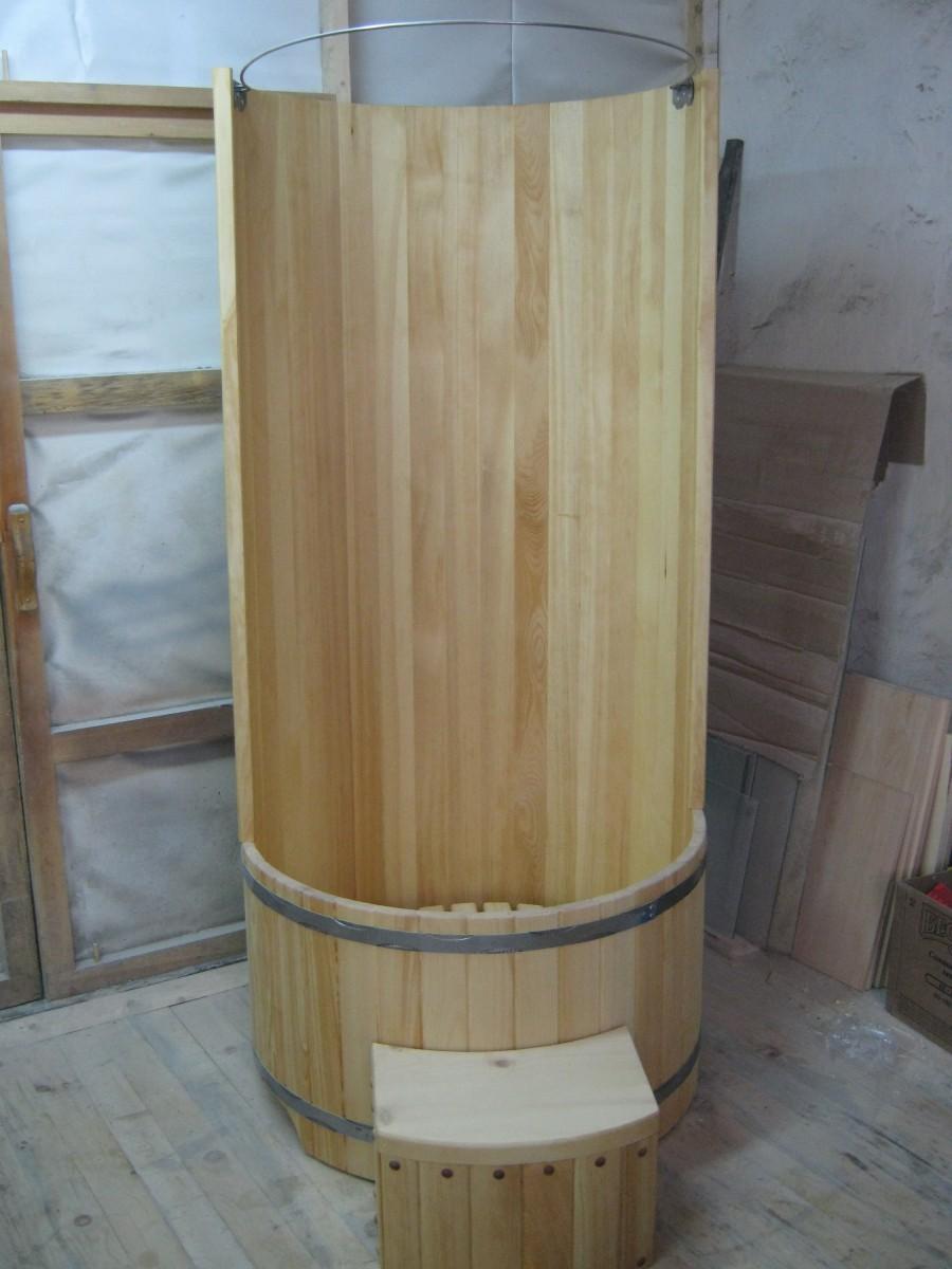 Деревянная душевая кабина для дачи или загородного дома