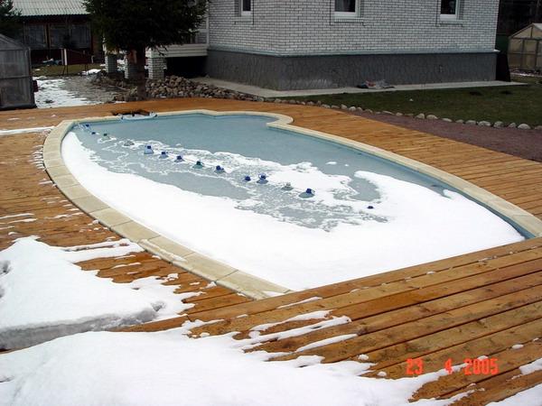 »как хранить зимой каркасный бассейн правильно?