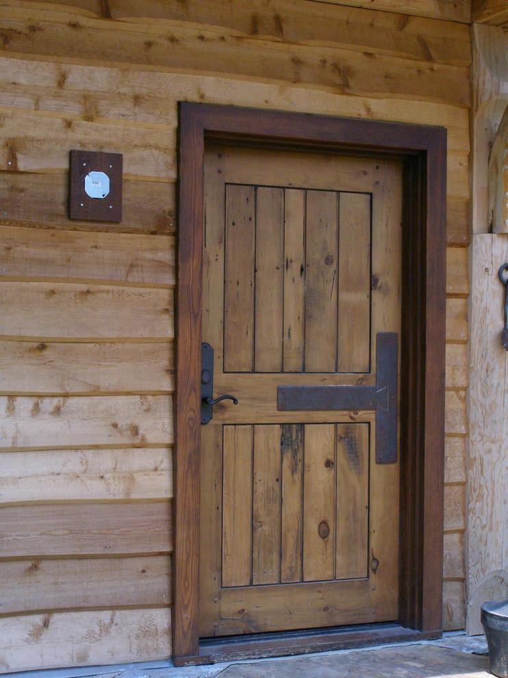 Двери для бани (50 фото): входные двери из липы с окном на улицу, раздвижные уличные пластиковые конструкции, размеры коробки