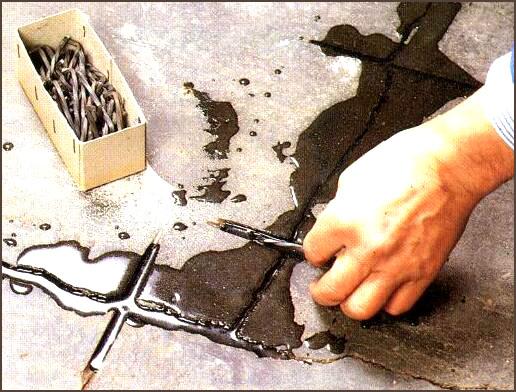 Как сделать ремонт стяжки пола своими руками? виды повреждений и советы по проведению работ