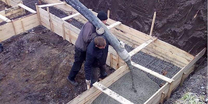 Можно ли заливать фундамент частями с арматурой