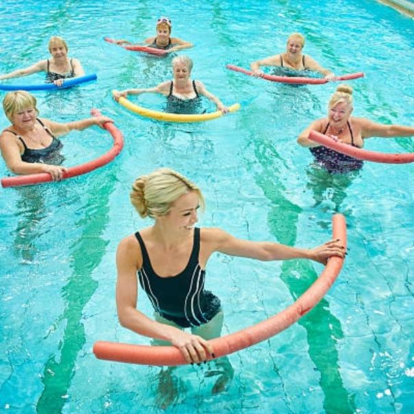 Упражнения в бассейне для похудения - комплексы занятий по аквааэробике и гимнастике с отзывами