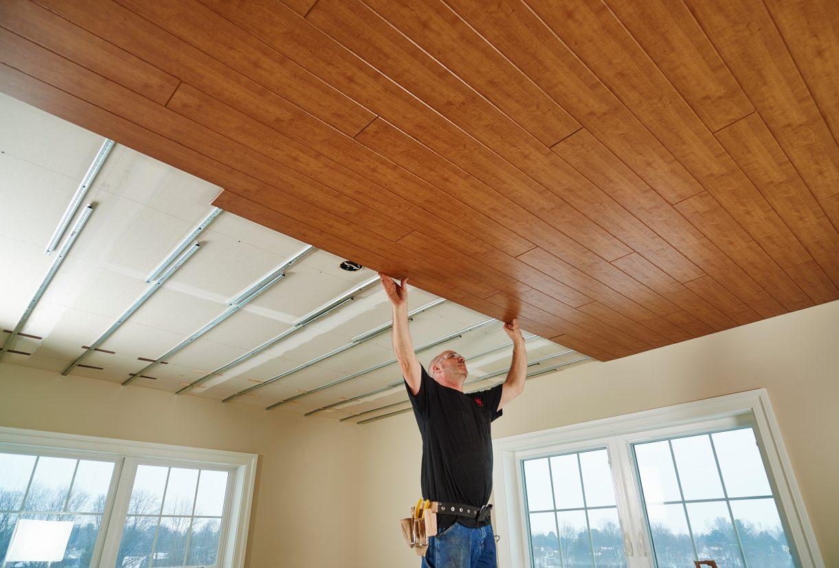 Деревянный потолок своими руками, как сделать конструкцию под старину, основные типы покрытий, примеры на фото +видео