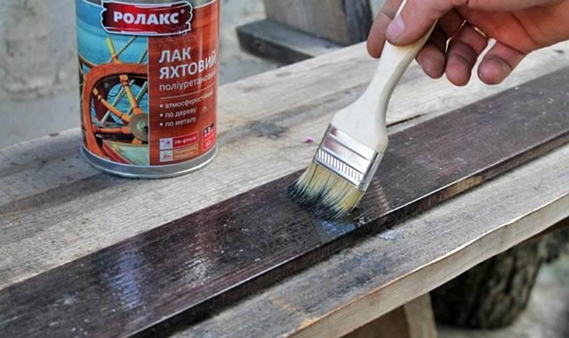 Какие достоинства имеет акриловая краска для дерева: область использования